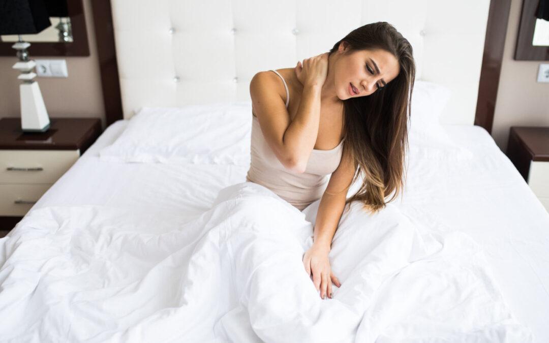 Jak rozpoznać problem z za twardym materacem? Jakie są oznaki spania na zbyt twardym materacu?